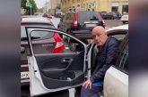 На пожилую петербурженку напал водитель соцтакси