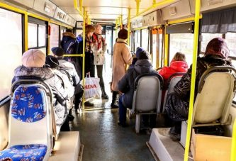 Взыскала с перевозчика 150 тысяч за падение в автобусе