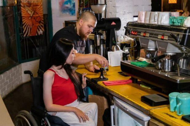 В Москве откроют кофейни Coffee Hero с бариста на колясках