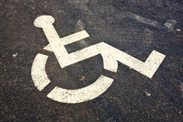В Омске из-за места на парковке пострадал инвалид