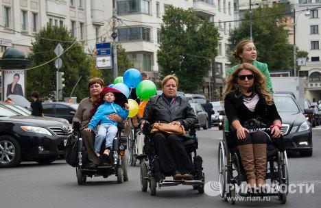 Прогулка на инвалидных колясках – Москва 2011